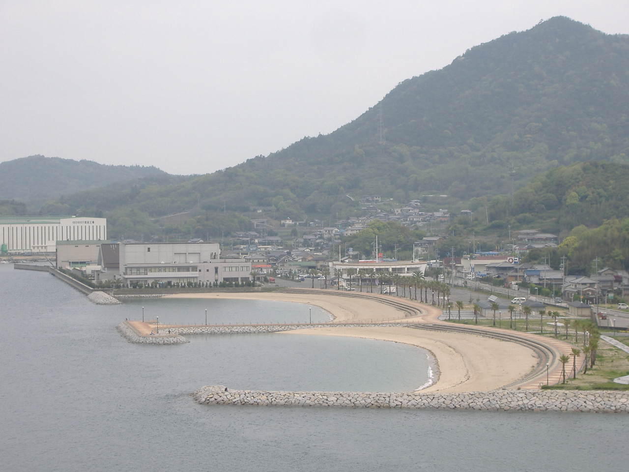 Hakata_S_C_Park-From_HakataBridge.jpg